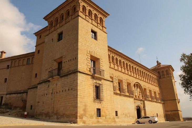 entrada principal castillo calatravo