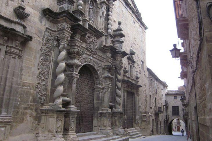 fachada iglesia calaceite