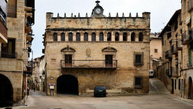 fachada ayuntamiento la fresneda teruel