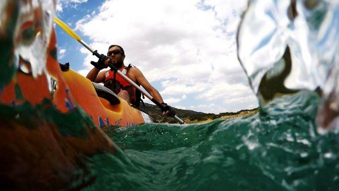 Kayak doble navegando en Beceite