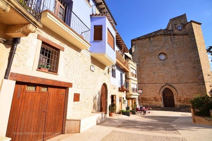 Plaza de la iglesia en Ráfales