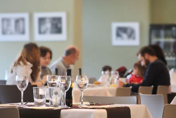 Amplio salón restaurante La Alcuza