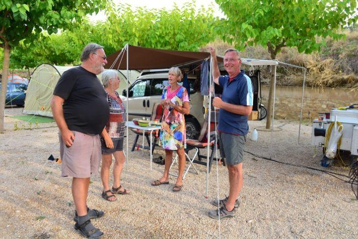 Grupo turistas en Camping el Roble